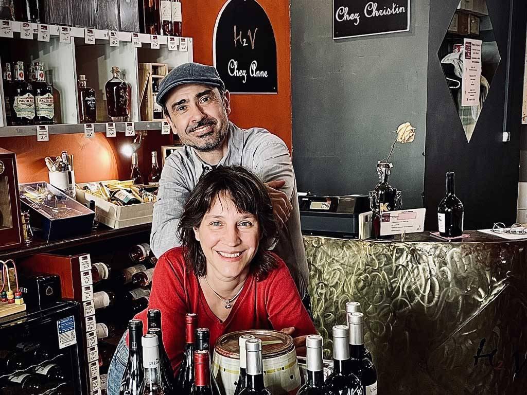 Anne et Christin, cavistes chez Histoire de Vin à Nîmes.
