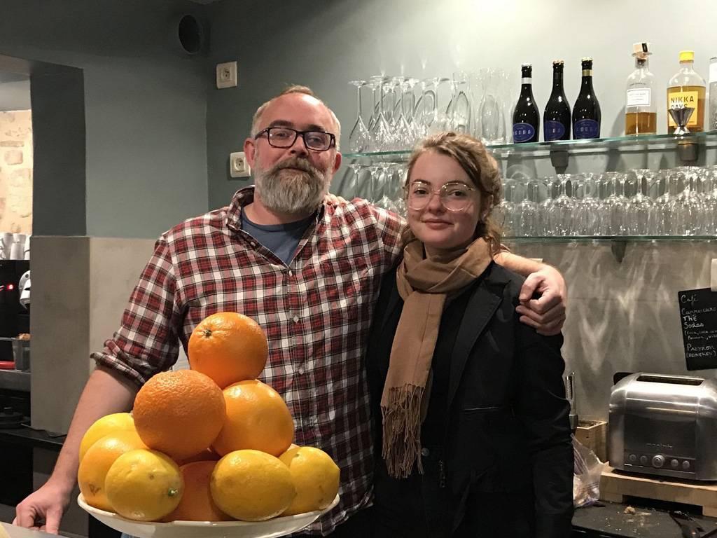 Alexander et Sara Allan, père et fille, pour vous accueillir ! (crédit photo Midi Libre)