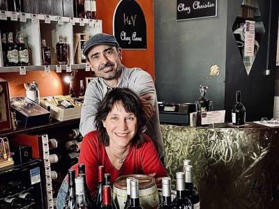 Anne et Christin, Histoire de Vin à Nîmes.