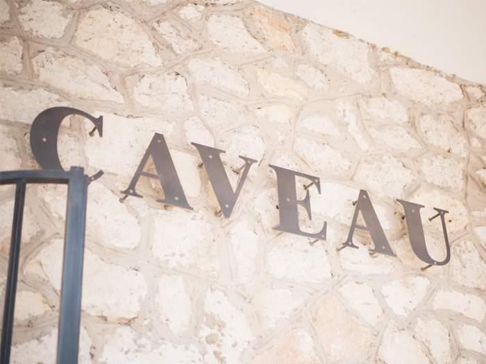 Rendez-vous au caveau pour découvrir et déguster une gamme riche et variée !